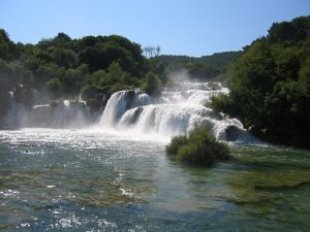 waterfall_rocks_croatia_270401_l.jpg