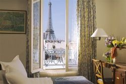 Hotels with a view of the eiffel tower france travel guide for Hotel close to eiffel tower