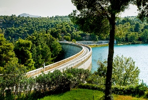 lake vouliagmeni how to get there