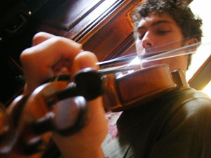 neil digs into his fiddle
