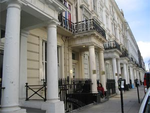 Print astor quest hostel london travel guide for 45 queensborough terrace bayswater london