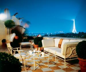 9 romantic hotels in paris whygo paris for Luxury romantic hotels