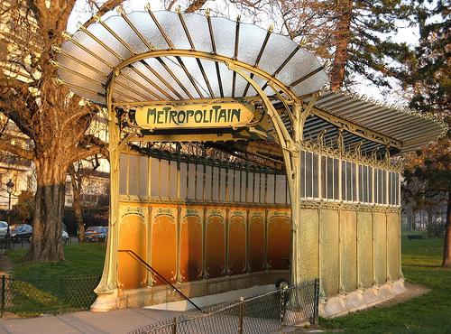 http://whygo-eur.s3.amazonaws.com/www.parislogue.com/files/2009/02/portedauphine1.jpg