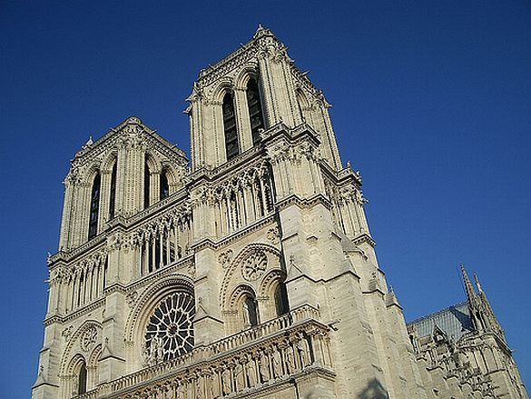 5) One of the ubiquitous images of the city, le Cathédrale Notre-Dame.  It always seems to be surrounded by crowds of tourists, but it is a must see!
