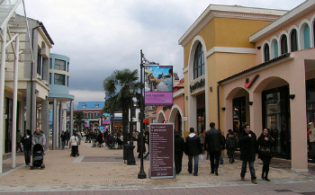 Outlet shopping in italy finding the designer factory for Milan factory outlet